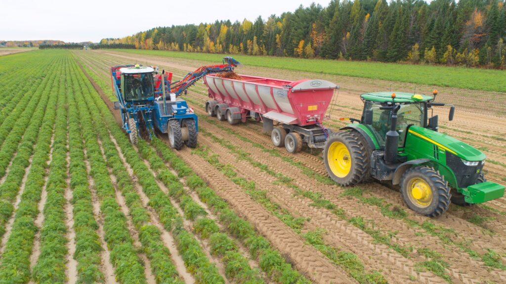 農作物を積載するLive Bottom Trailer